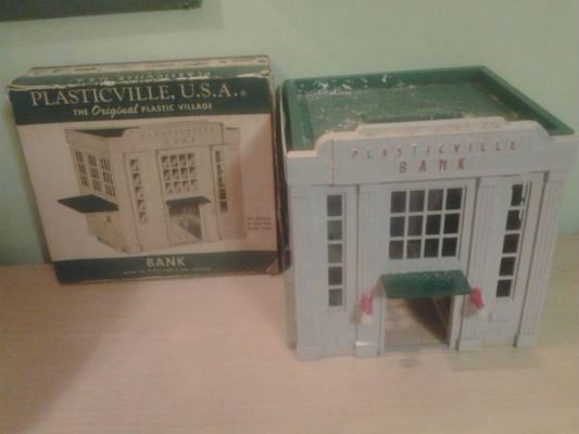 Image for PLASTICVILLE USA VINTAGE O-GAUGE TRAIN SCENERY BANK PARTS BOXED