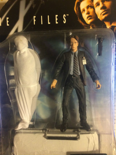 "Image for 1998 Macfarlane X-Files Agent Fox Mulder Figure with corpse. NIB. 6""  ""FIGHT THE FUTURE"""